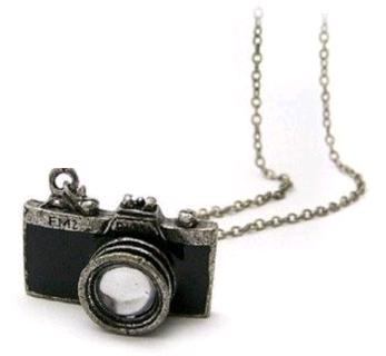 10-retro-camera-photographer-necklace-in-black